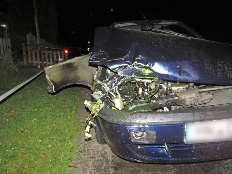 Photo of Flucht vor der Polizei: Auto verunglückt