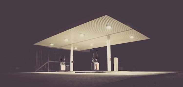 2020-06-23-Tankstelle-Auto-Schuss