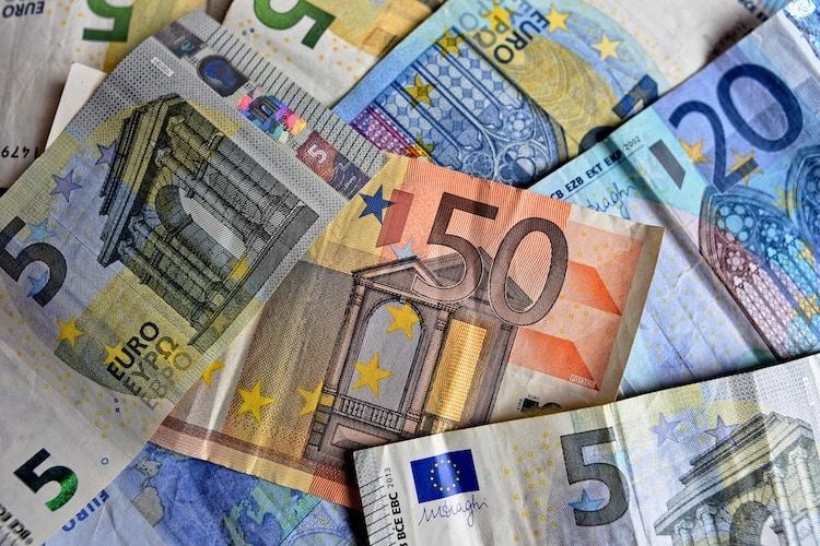 Photo of Betrüger tauschen Falschgeld auf offener Straße