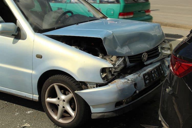 Photo of 27-Jähriger Pkw-Fahrer bei Auffahrunfall verletzt