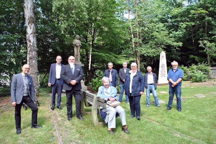 Photo of Denkmale auf Waldfriedhof Fulmecke restauriert