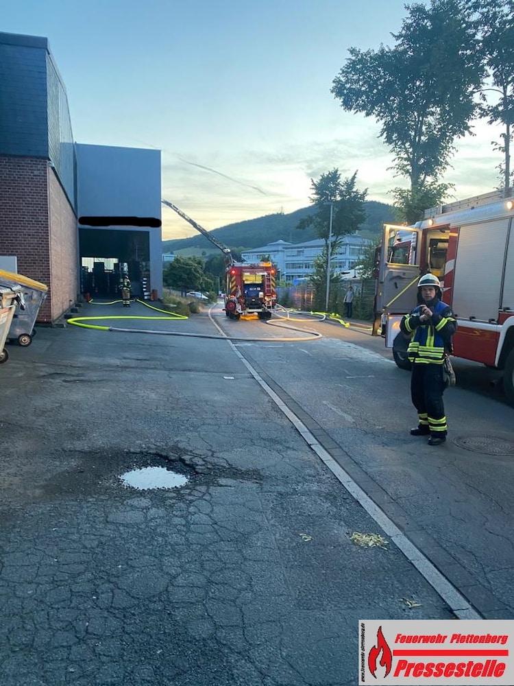 Photo of Maschinen-Brand sorgt für Einsatz der Feuerwehr