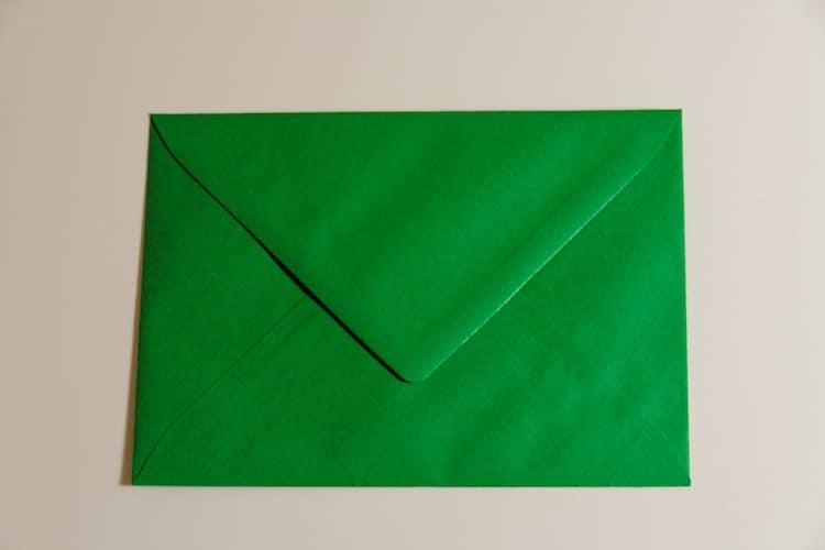 Photo of Briefumschlag mit größerem Geldbetrag abgegeben