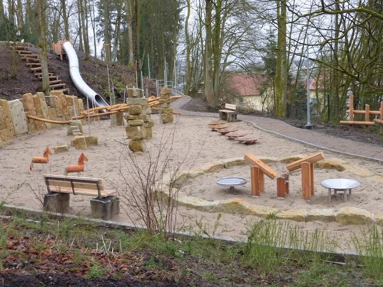 Photo of Spielplatz am Haus der Jugend startklar