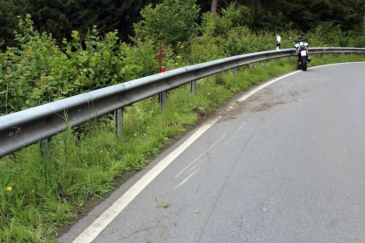 Photo of Motorradfahrer bei Alleinunfall auf der L 880 verletzt