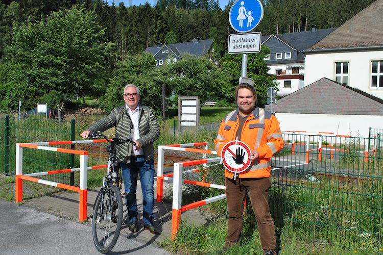 Photo of Bahnübergang Talstraße für Radfahrer und Fußgänger geöffnet