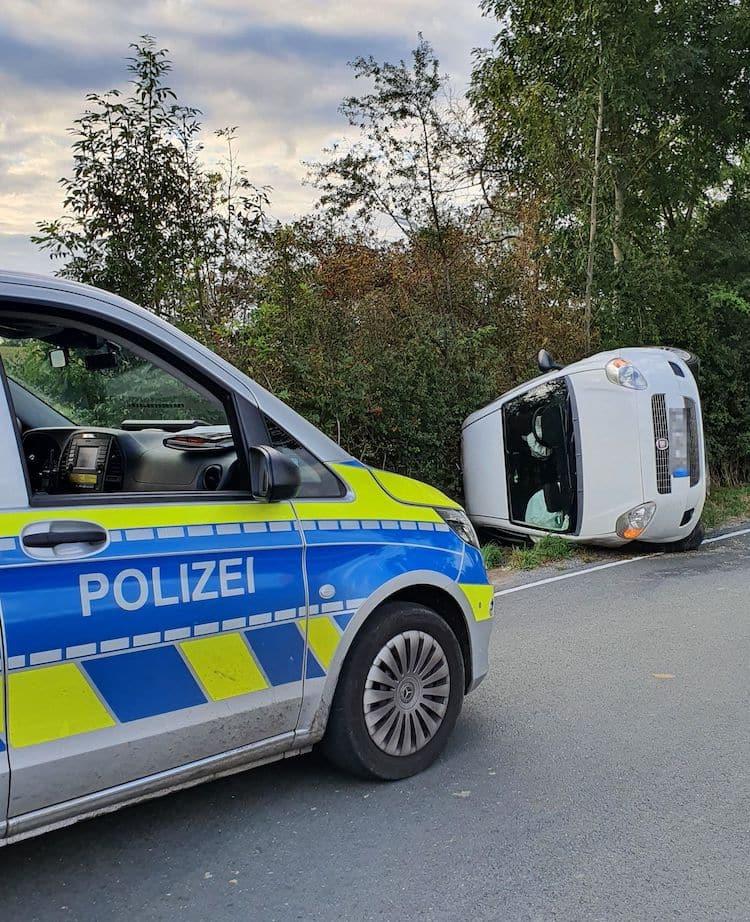 Photo of 12.000 Euro Sachschaden – Polizei sucht schwarzen Kombi