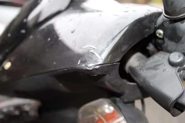 Photo of Rollerfahrerin von unbekannter Pkw-Fahrerin verletzt