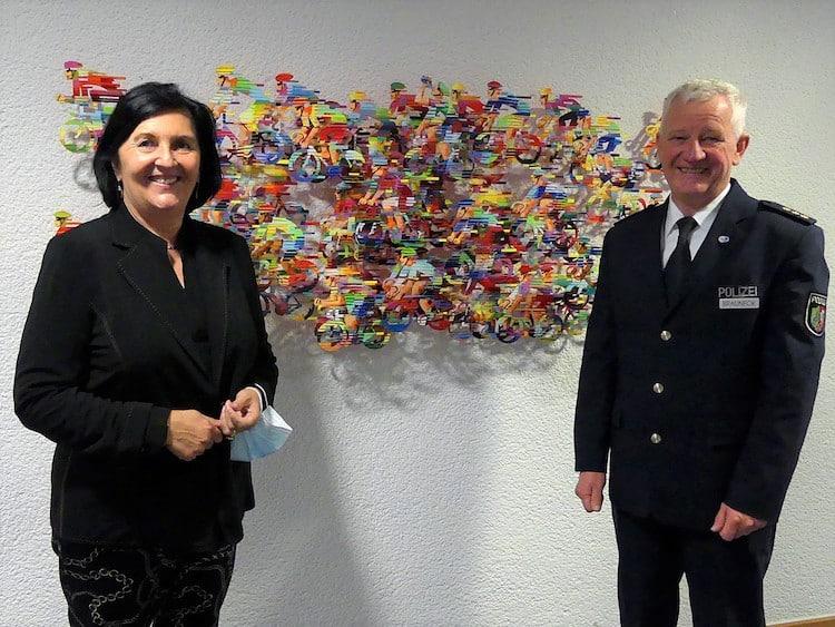 Photo of Landrätin Eva Irrgang verabschiedet obersten Polizeibeamten