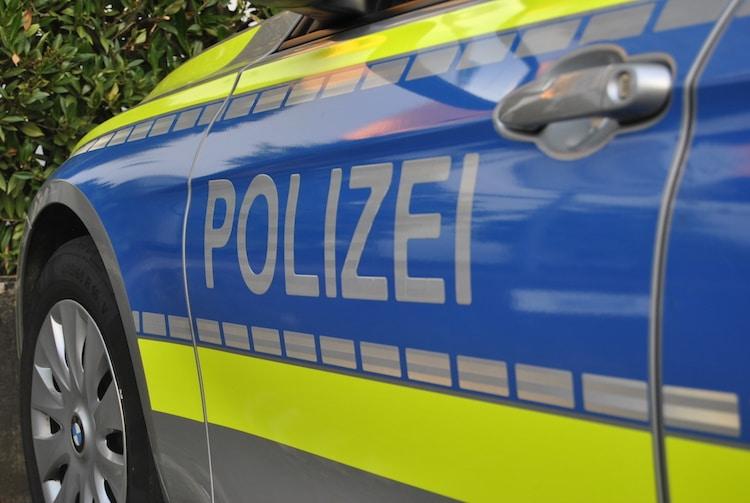 2020-08-04-Polizei-3-Fahrer-Polizisten-Autofahrer-Halloween-Sense-Mountainbike-Hebberg-Ex-Straßengraben