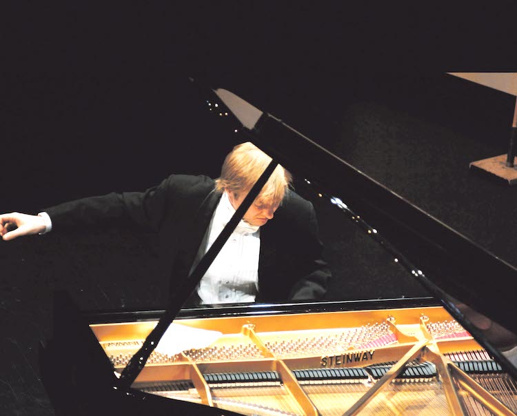 Photo of Dmitri Levkovich: Beethoven Pur