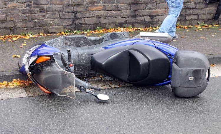 Photo of 38-Jährige Rollerfahrerin bei Sturz verletzt