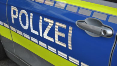 2021-04-26-Polizei-3-Radfahrer-Wohnung-Bachlauf-Heddinghausen-SEK-Schreckschusswaffe-City-Toetungsdelikt-Wohnung-Bromskirchen-Breckerfeld-Jugendlichen-Kontrollen