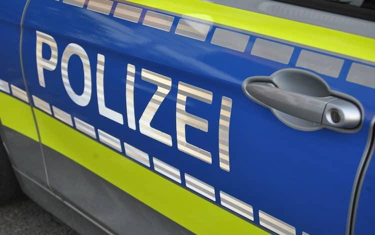 2021-04-26-Polizei-3-Radfahrer-Wohnung-Bachlauf-Heddinghausen-SEK