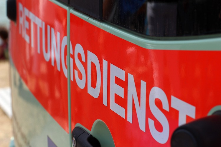 2021-05-03-Stichverletzungen-Verkehrsunfall-Verkehrsunfall-Leitplanke
